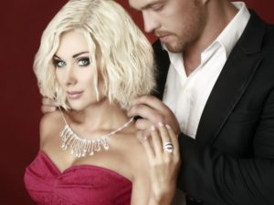 Как любовницы добиваются от мужчин дорогих подарков?